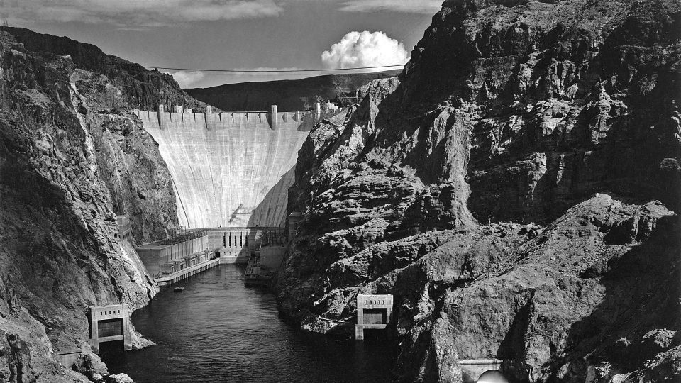 Ansel_Adams_-_National_Archives_Boulder-Dam-from-Across-the-Colorado-River