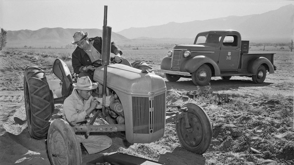 Ansel_Adams_Manzanar_-_Tractor_repair