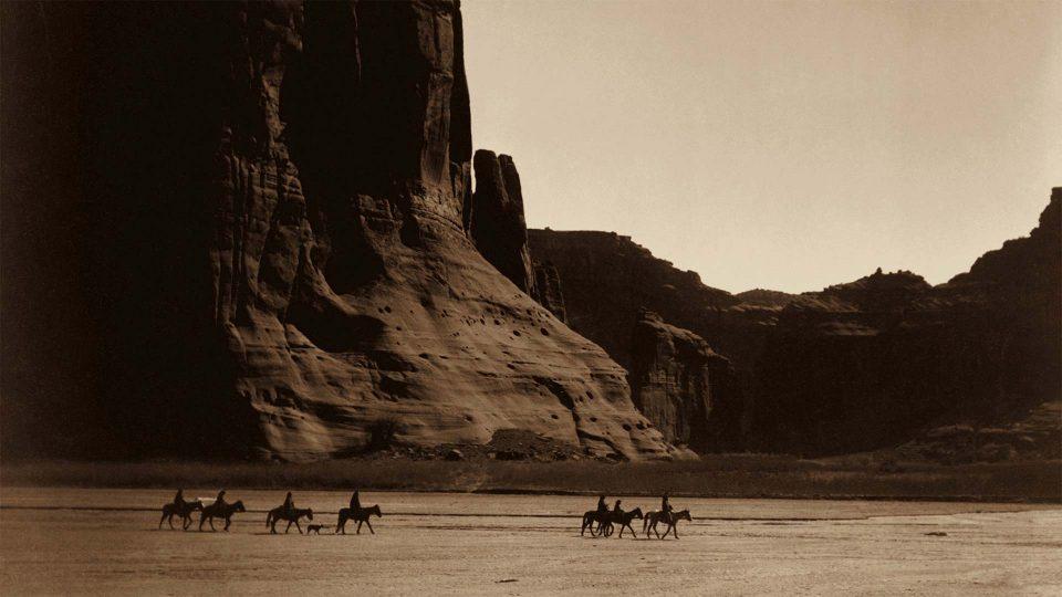 ES-Curtis-Canyon-de-Chelly-Navajo